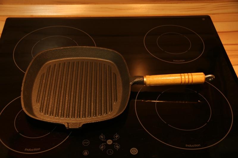 neu steakpfanne bratpfanne aus gusseisen 24 cm teflonfrei ebay. Black Bedroom Furniture Sets. Home Design Ideas